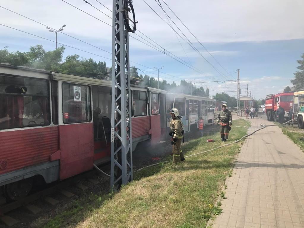 В Старом Осколе загорелся трамвай с пассажирами, фото-1
