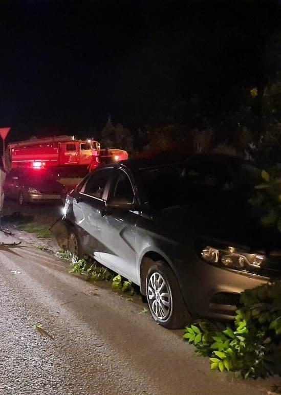 В Старом Осколе пьяный водитель протаранил три припаркованных авто, фото-1