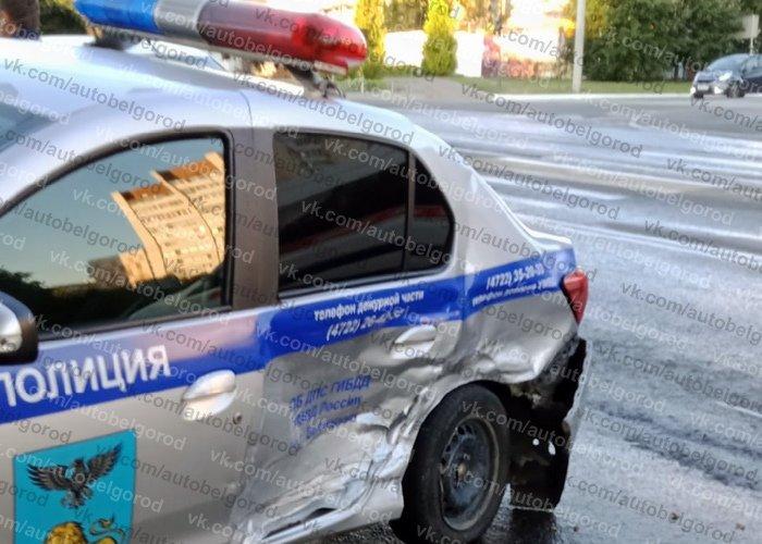 В Белгороде иномарка влетела в полицейский автомобиль, фото-1