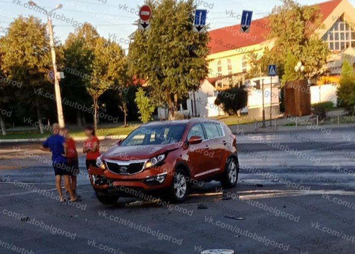 В Белгороде иномарка влетела в полицейский автомобиль, фото-2