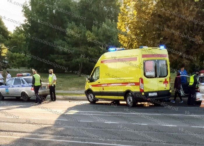 В Белгороде иномарка влетела в полицейский автомобиль, фото-3
