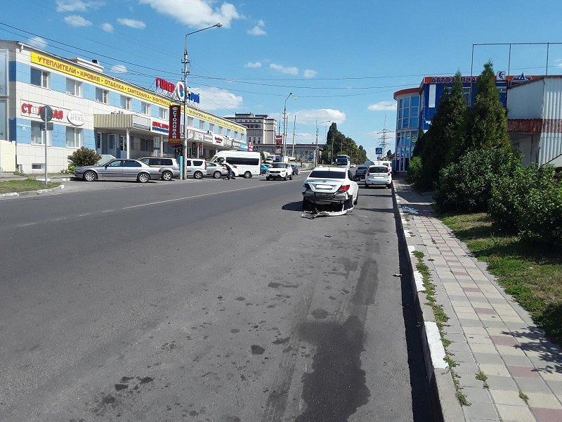 В Белгороде столкнулись «Хёндай Солярис» и «Лада Калина», фото-1