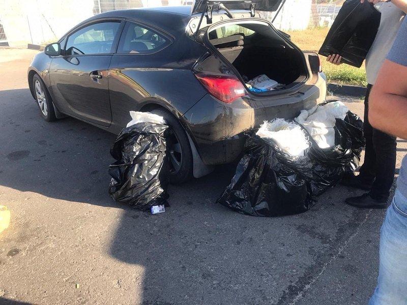 Полицейские нашли в машине белгородца 4 мешка с коноплёй, фото-1