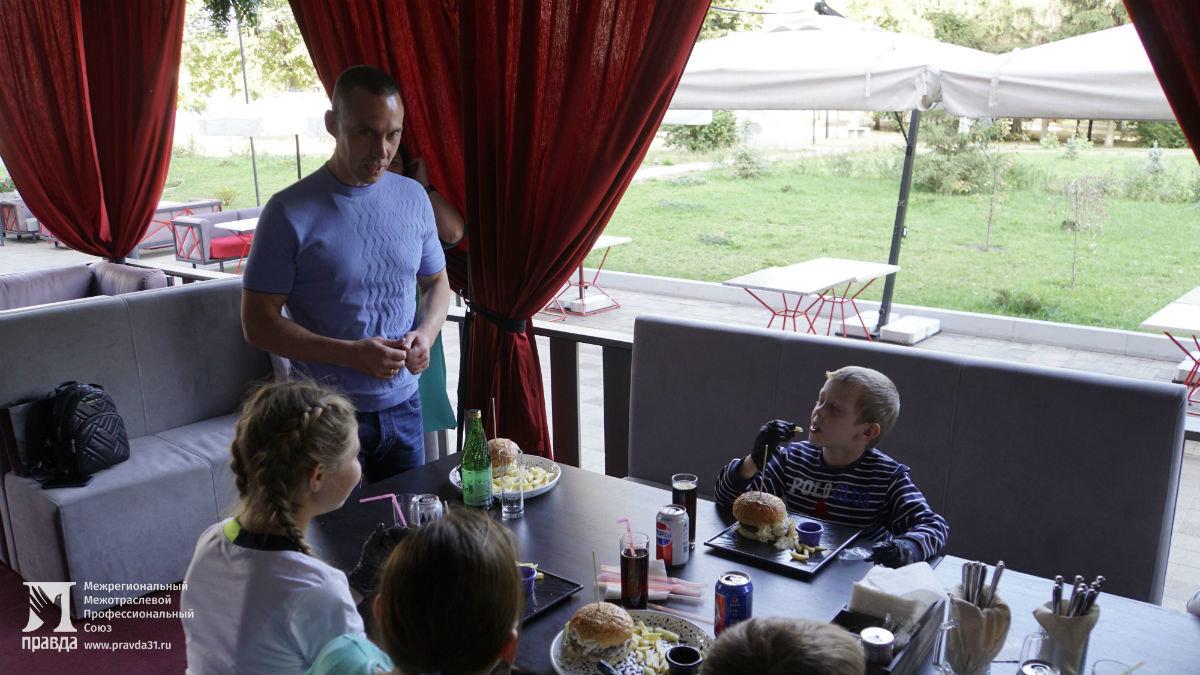 Профсоюз «Правда» подарил воспитанникам социально-реабилитационного центра поход в зоопарк и бургер-вечеринку , фото-6