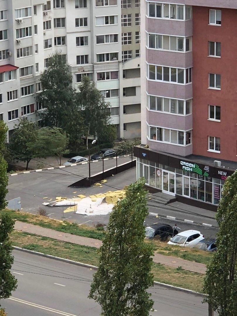 Ветер продолжает раздевать многоэтажку в Белгороде, фото-3