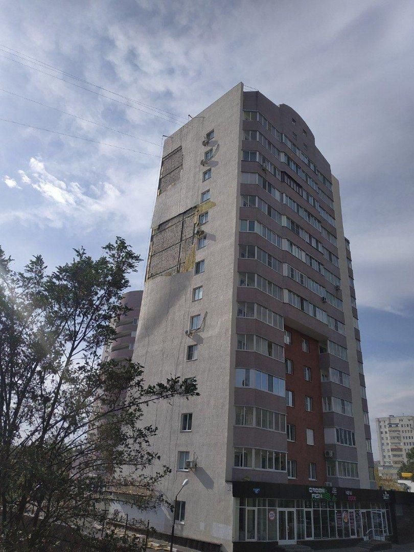 Ветер продолжает раздевать многоэтажку в Белгороде, фото-2