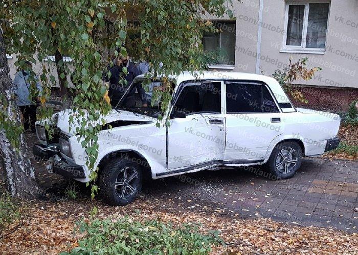 В Белгороде легковушка вылетела на тротуар и сбила пешехода, фото-2