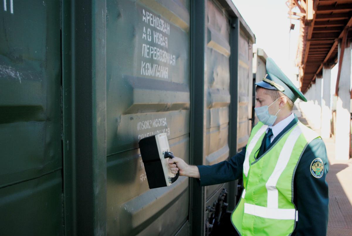 Две тысячи вагонов за сутки. Таможенный пост в Белгородской области работает, несмотря на закрытые границы, фото-5