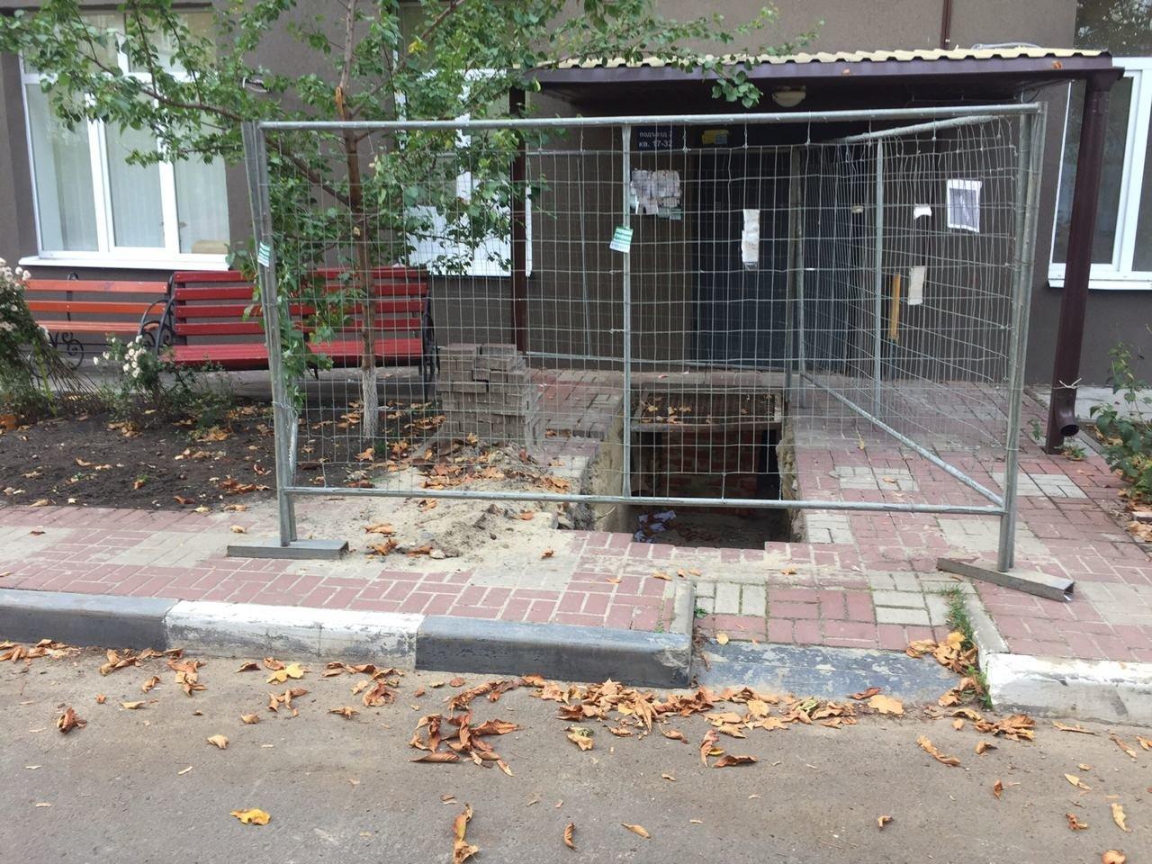 Коммунальная «могила». В центре Белгорода рабочие оставили яму перед подъездом пятиэтажки, фото-3, паблик во ВКонтакте «Белгород – это интересно»