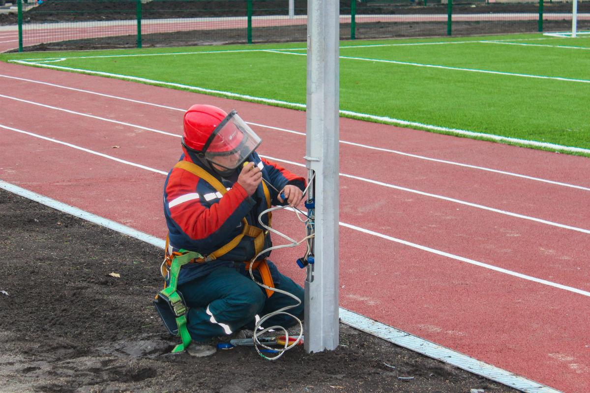 """обустройство стадиона в Борисовке, пресс-служба """"Белгородэнерго"""""""