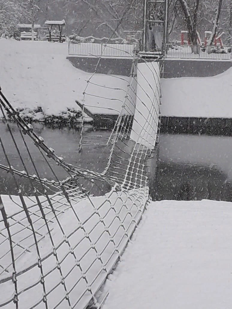 Упавший в воду мост в Волоконовке 16.11.2020