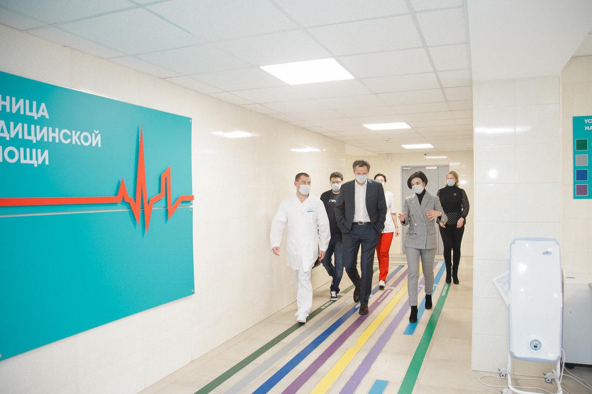 Вячеслав Гладков и Наталия Зубарева в ковидном госпитале
