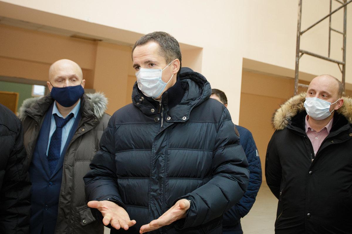 Вячеслав Гладков в рабочей поезде по Новому Осколу