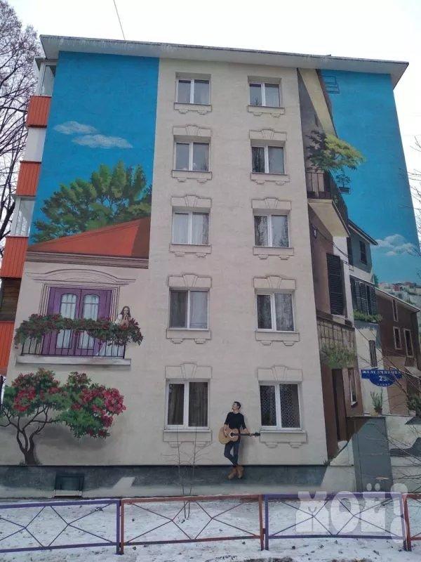 Историю любви изобразили на стене дома в Белгороде, фото-2