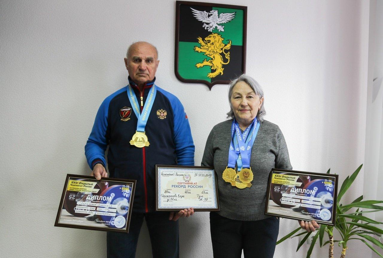 Победители турнира по тяжёлой атлетике среди ветеранов