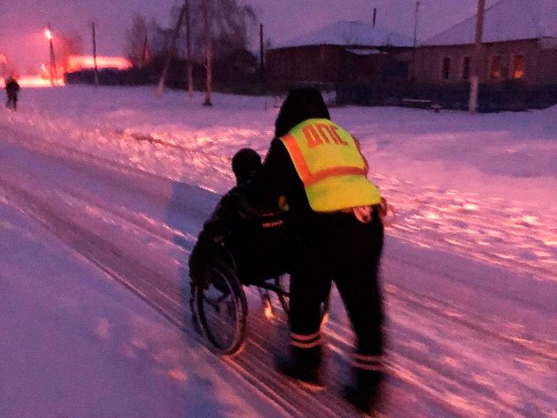 Автоинспекторы помогли белгородцу с инвалидностью добраться до дома