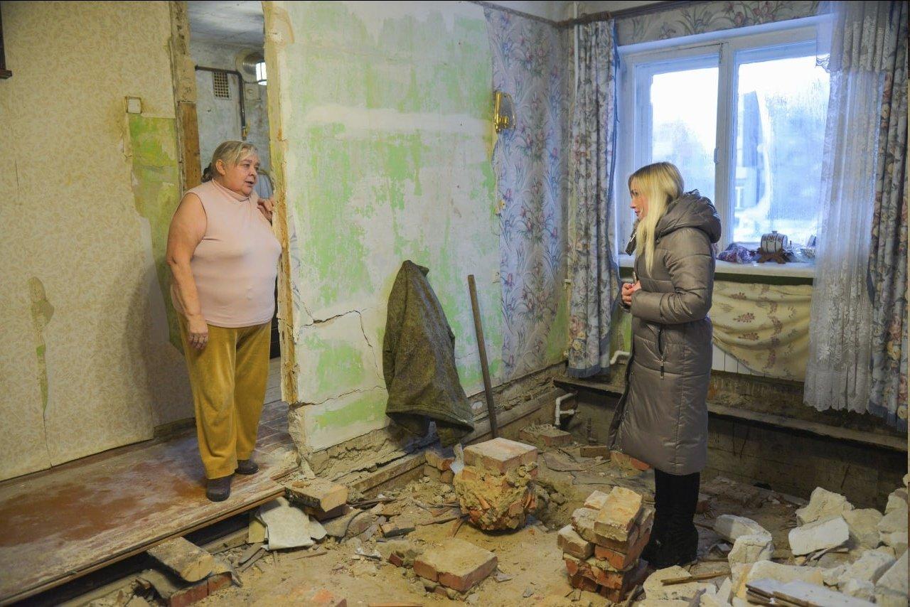 Специалисты мэрии в квартире белгородки