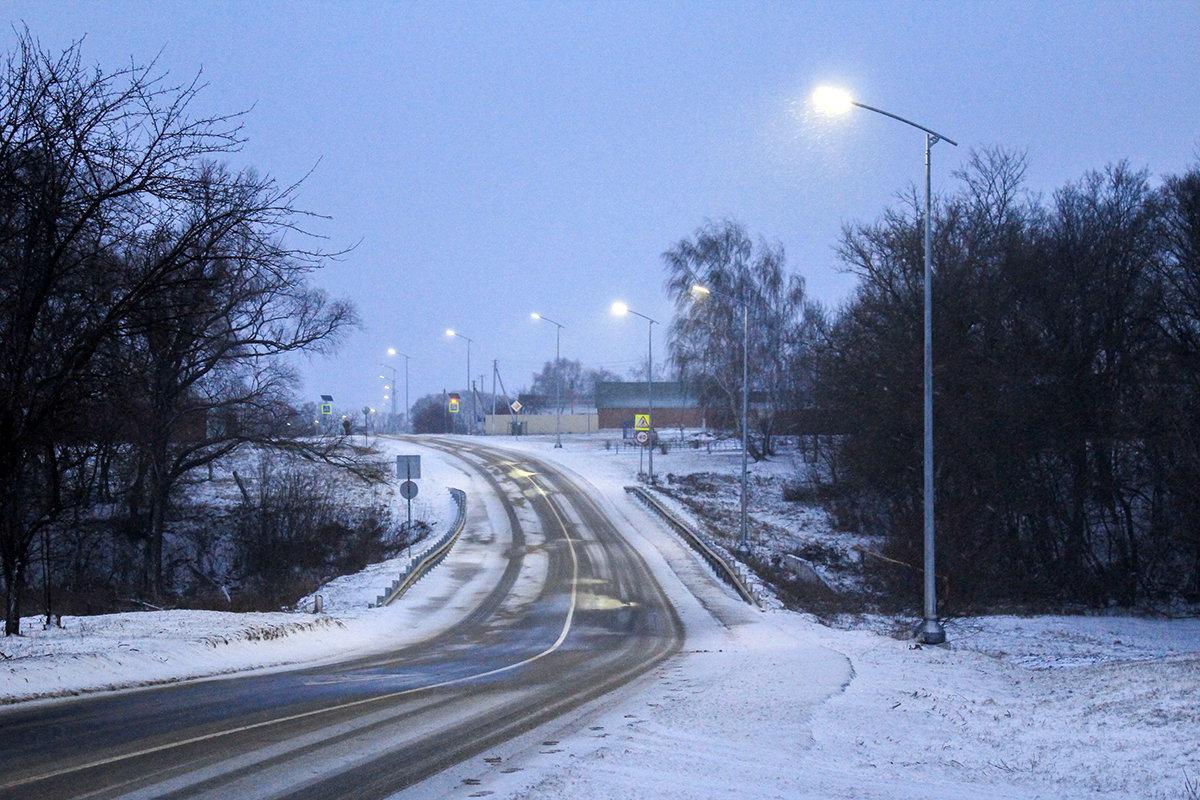 За год белгородские энергетики осветили 28 километров автодорог региона, фото-1