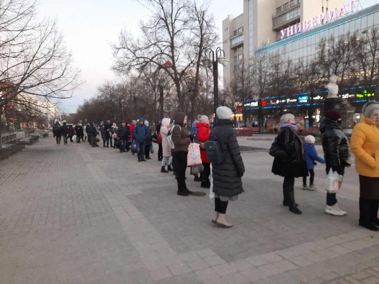 Очередь на автобус № 21, Фото: «Шёпот Белгород».