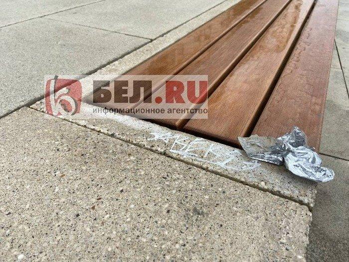 Вандалы изуродовали скамейки возле «Белгород Арены», фото-1