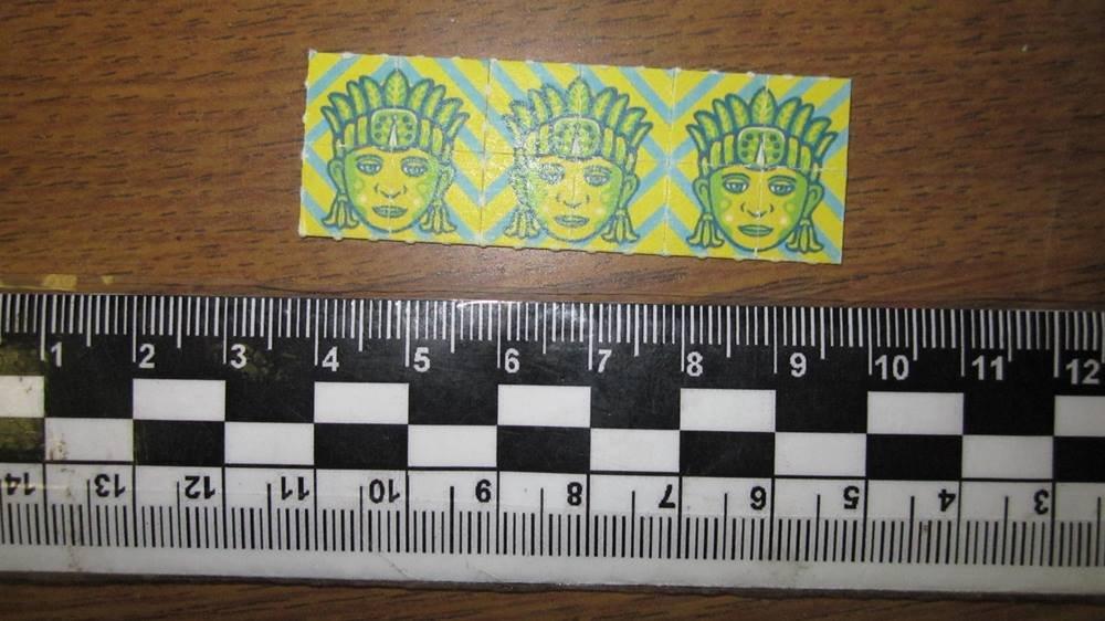 Изъятые таможенниками марки-наркотики