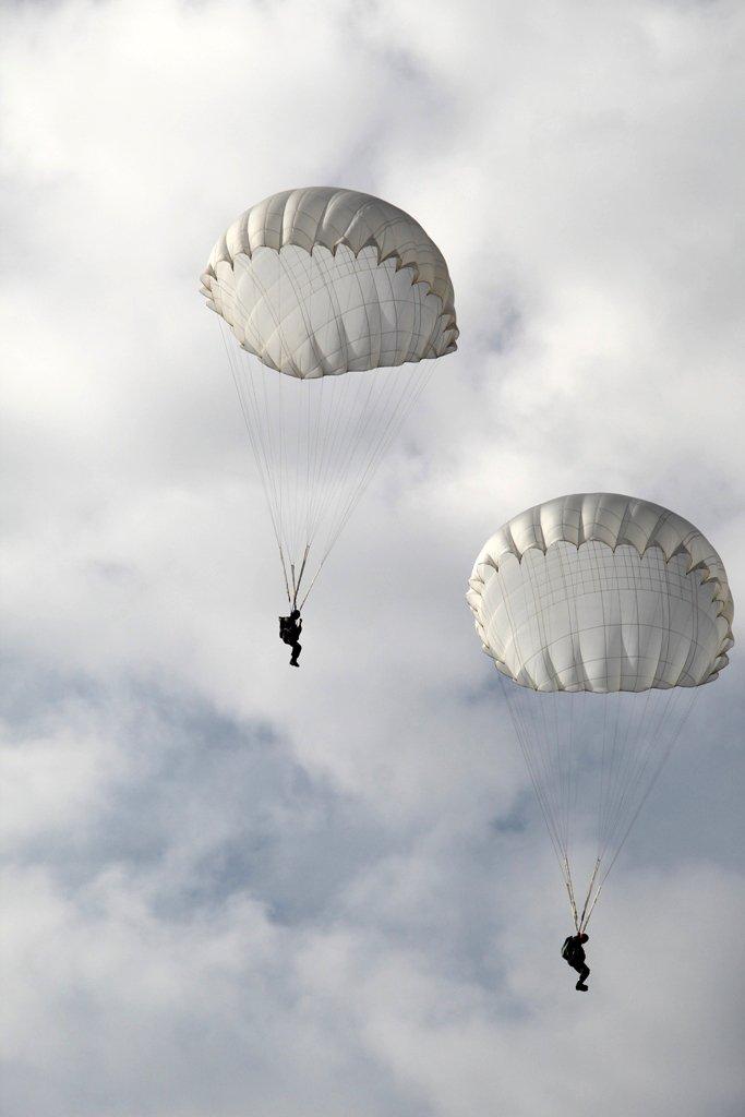 Курсанты ВПО «Поколение» Андрея Скоча открыли сезон прыжков с парашютом, фото-8